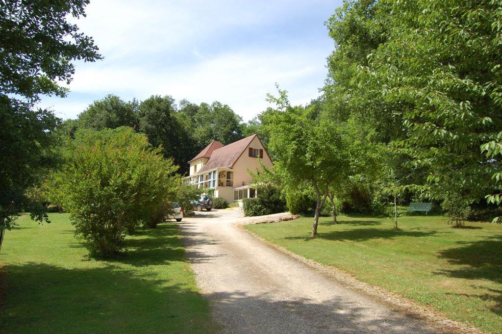 DORDOGNE - Sarlat 25 km, kalme ligging, mooie woning uit 2002 op 8.987 m2