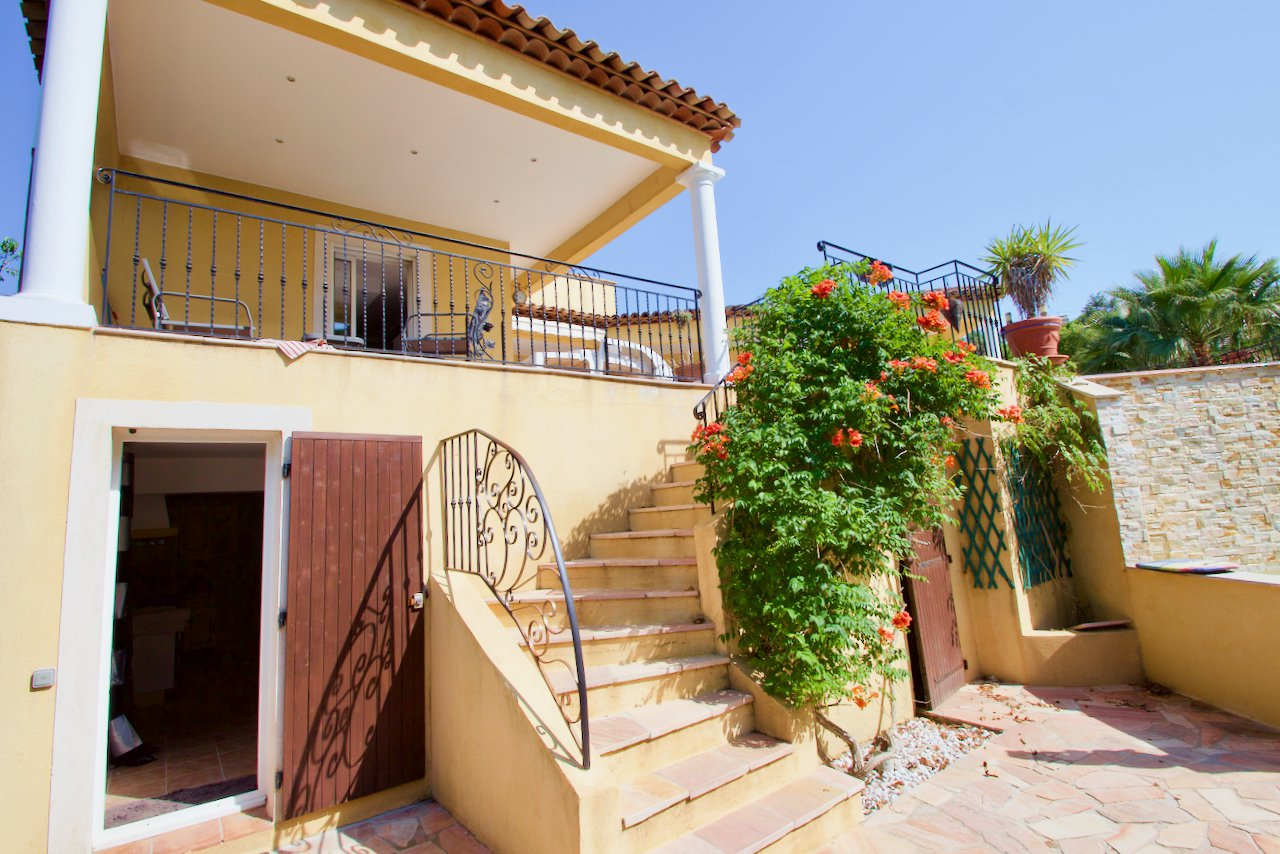 Saint Aygulf - Large individual villa with guest apartment, garage and overflow pool