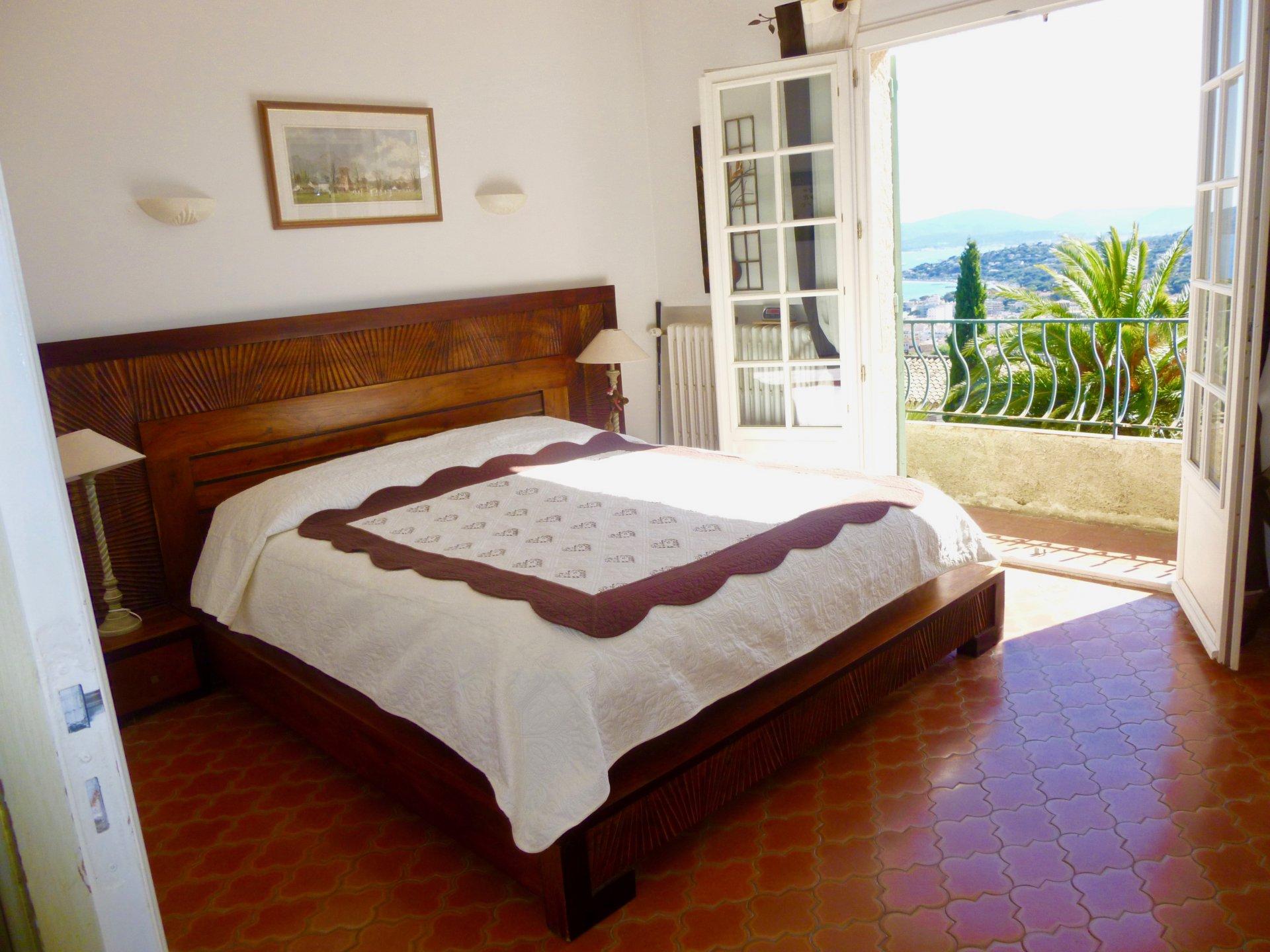 Villa for sale in Sainte Maxime with superb sea view towards Saint Tropez