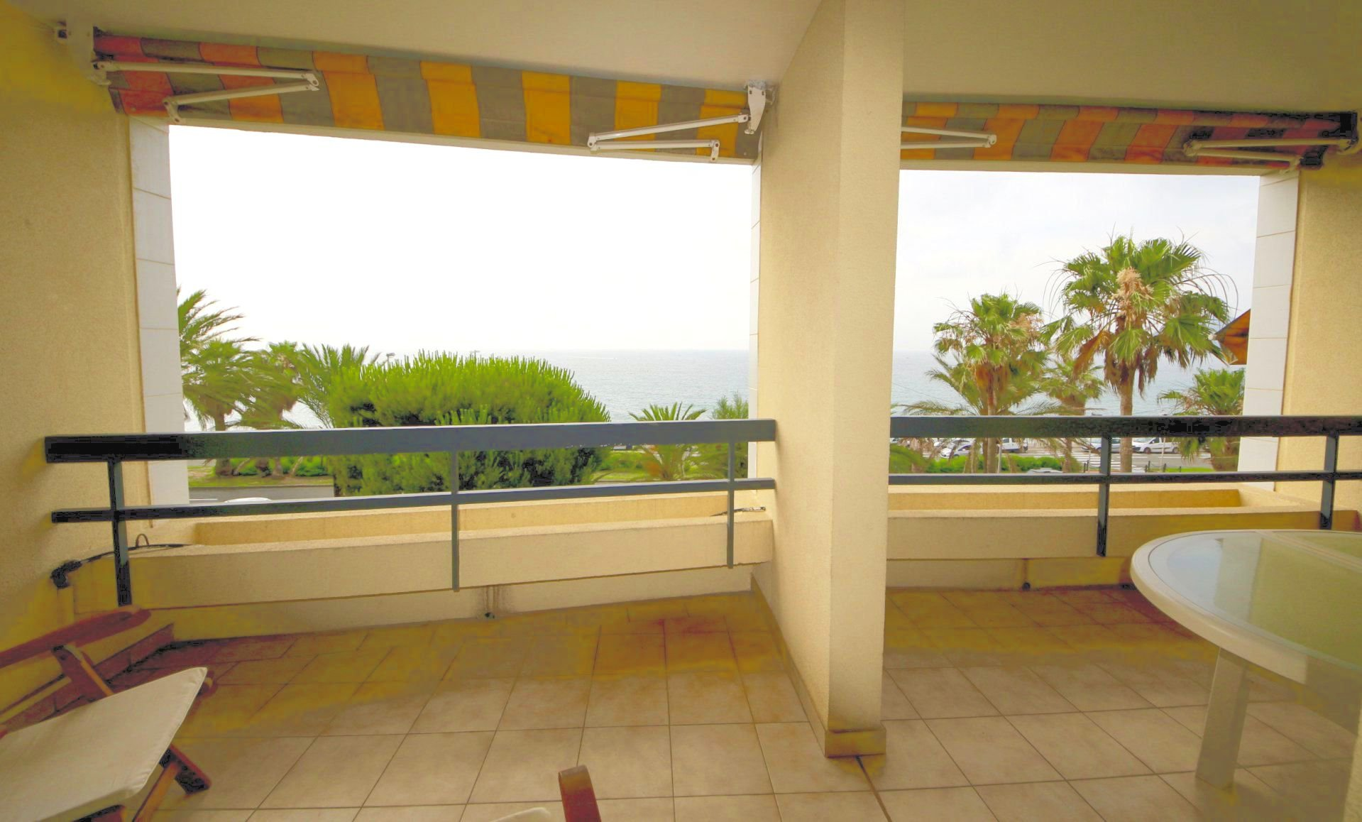 Cannes Midi,  nice sea front 2 bedrooms appartment , garage, parking and cellar