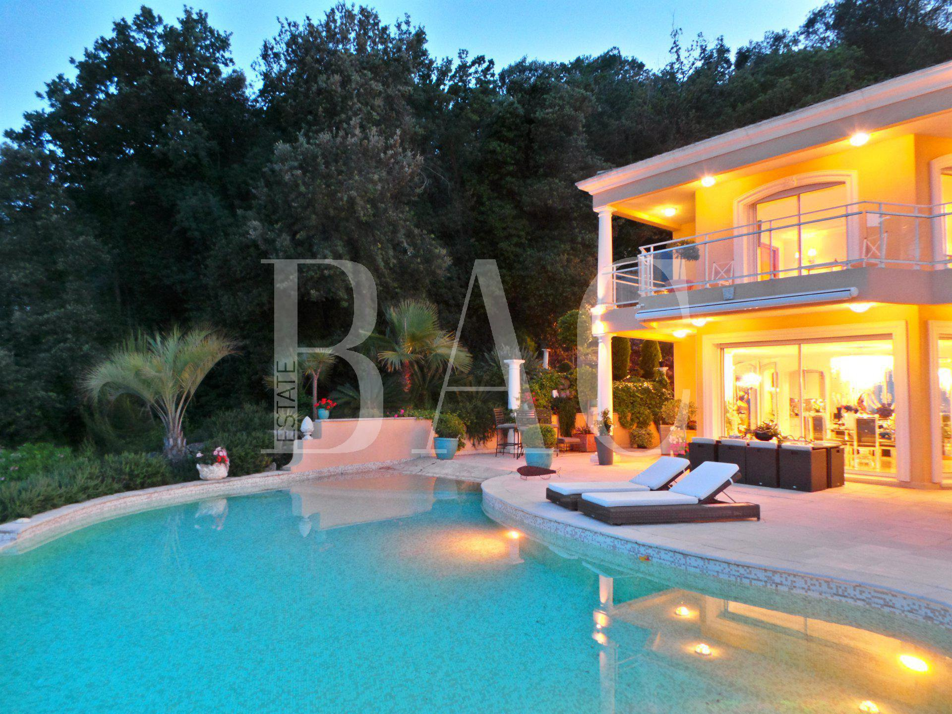 350 meters from Antibes, on the Hill of billionaires