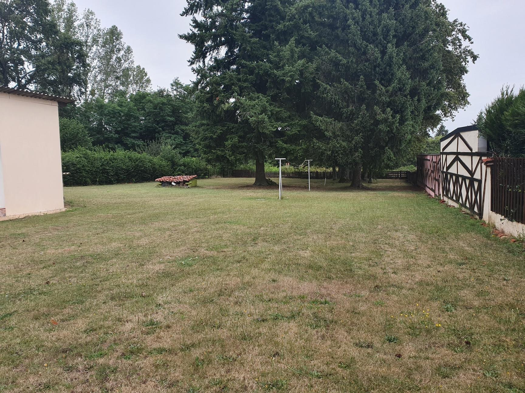 agreable maison dans parc arbore de 2500 m²