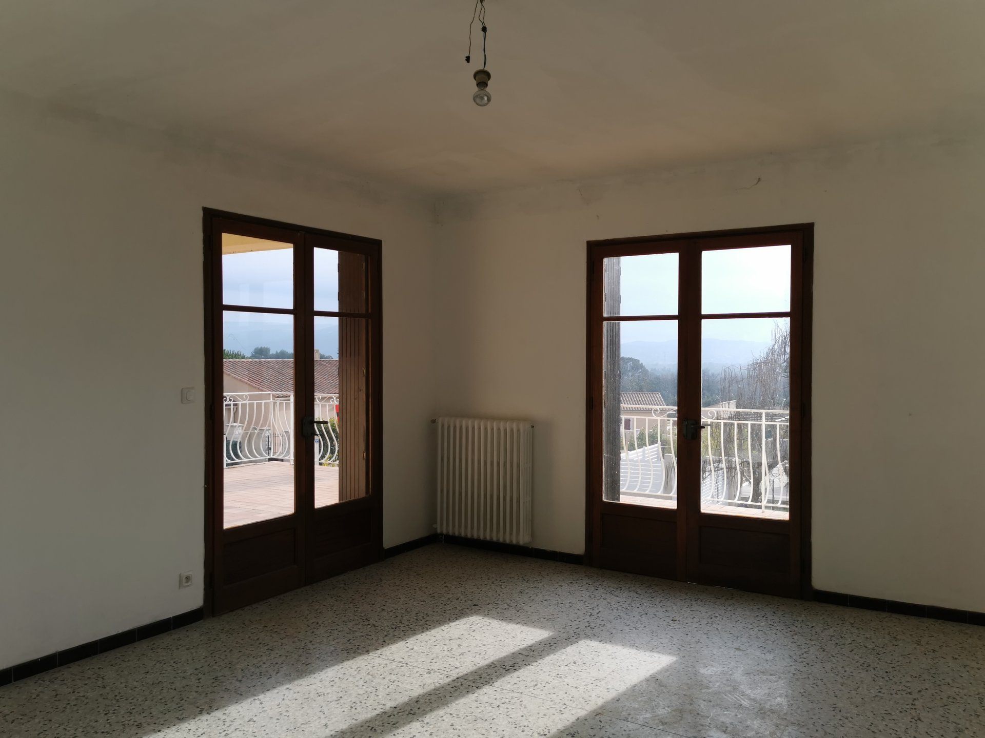 villa quartier calme, vue, garage, à rénover