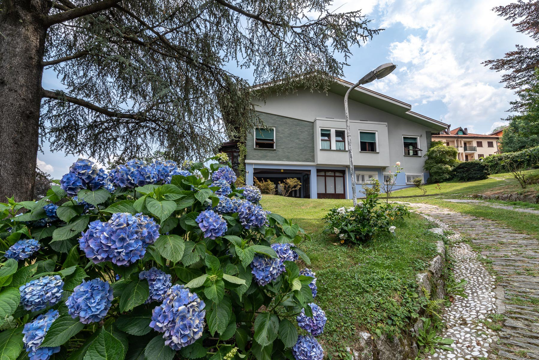 Elegant villa with garden for sale in Stresa  - facade
