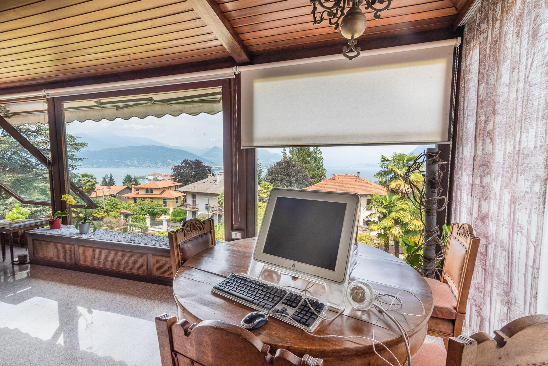 Elegant villa with garden for sale in Stresa - study with a view