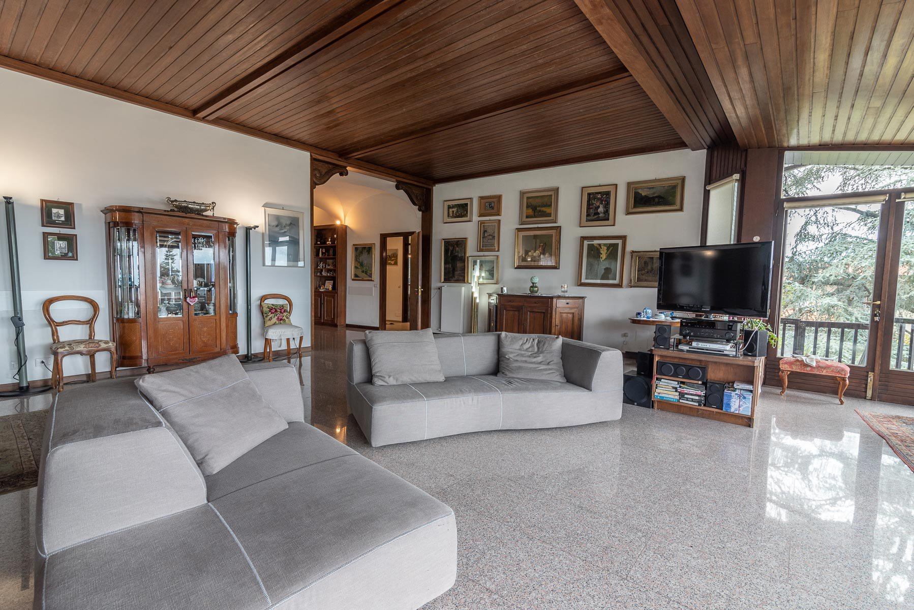 Elegant villa with gardenfor sale in Stresa - living room