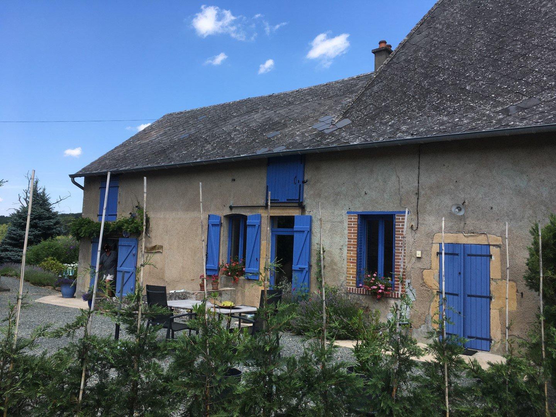 SOUS OFFRE Fermette mitoyenne avec belle vue au sud de la Bourgogne