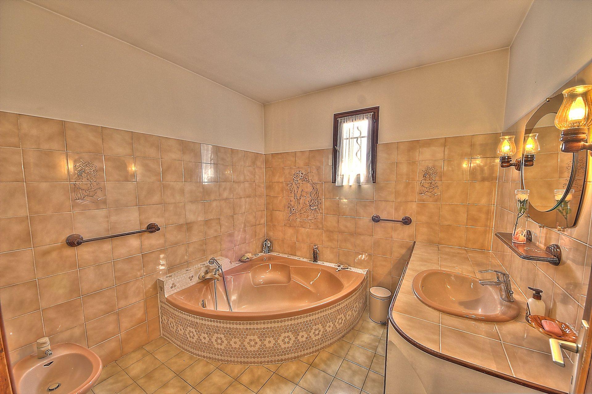 Sillans La Cascade, jolie maison avec piscine
