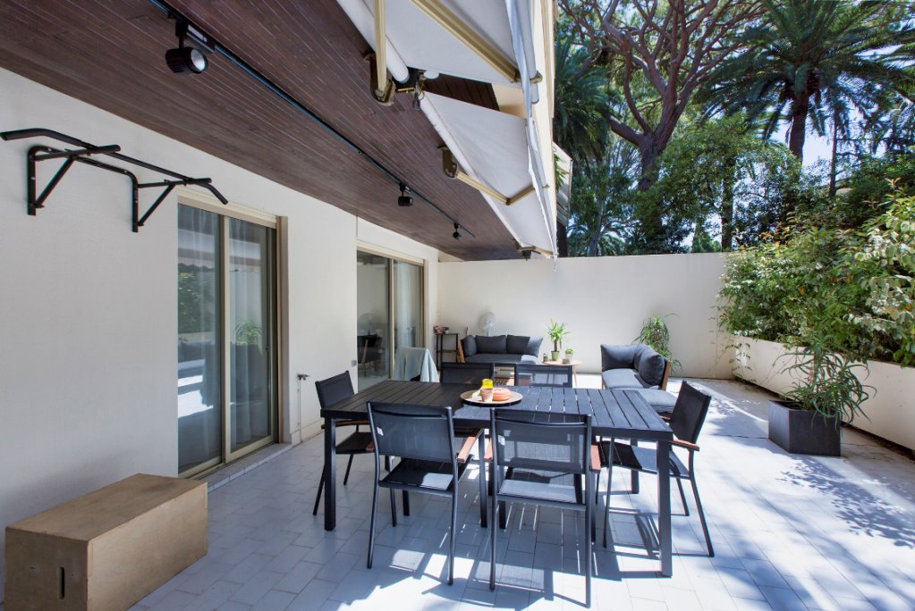 CANNES MONTROSE FOR SALE 3 ROOMS IN GARDEN FLOOR IN CALM ABSOLUTE LARGE TERRACE