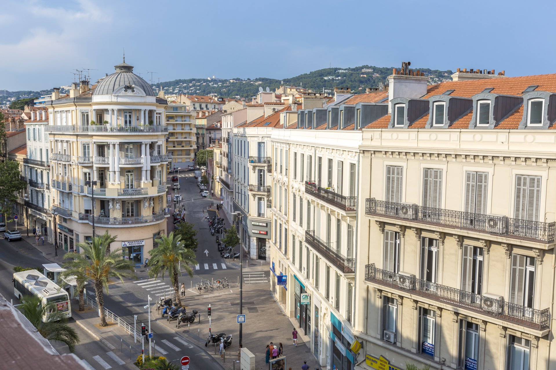 Top floor 2 bed apt only 5 mins walk to the Palais des Festivals CANNES
