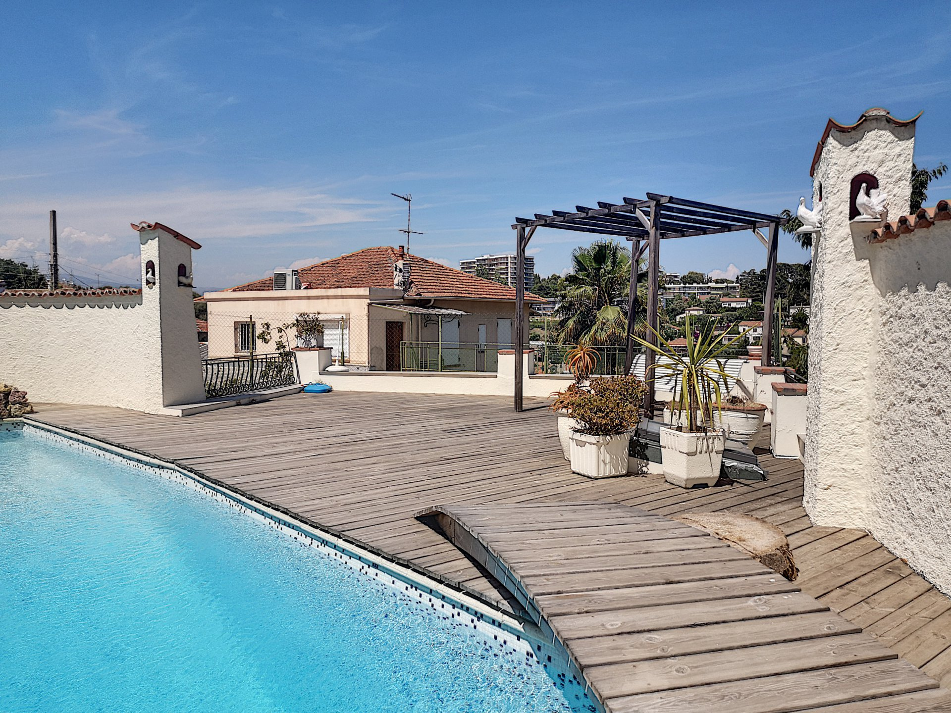 ANTIBES (06600) - MAISON - 2 PIECES - PISCINE