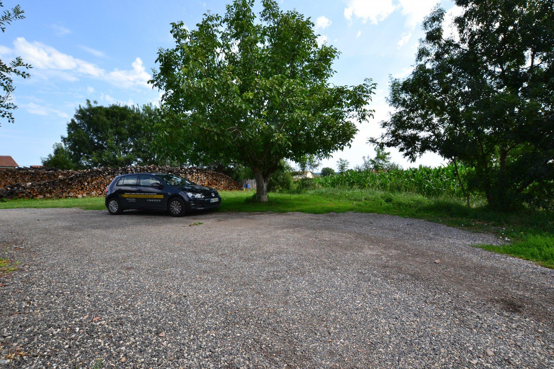 Villa de plain pied récente avec vue dégagée