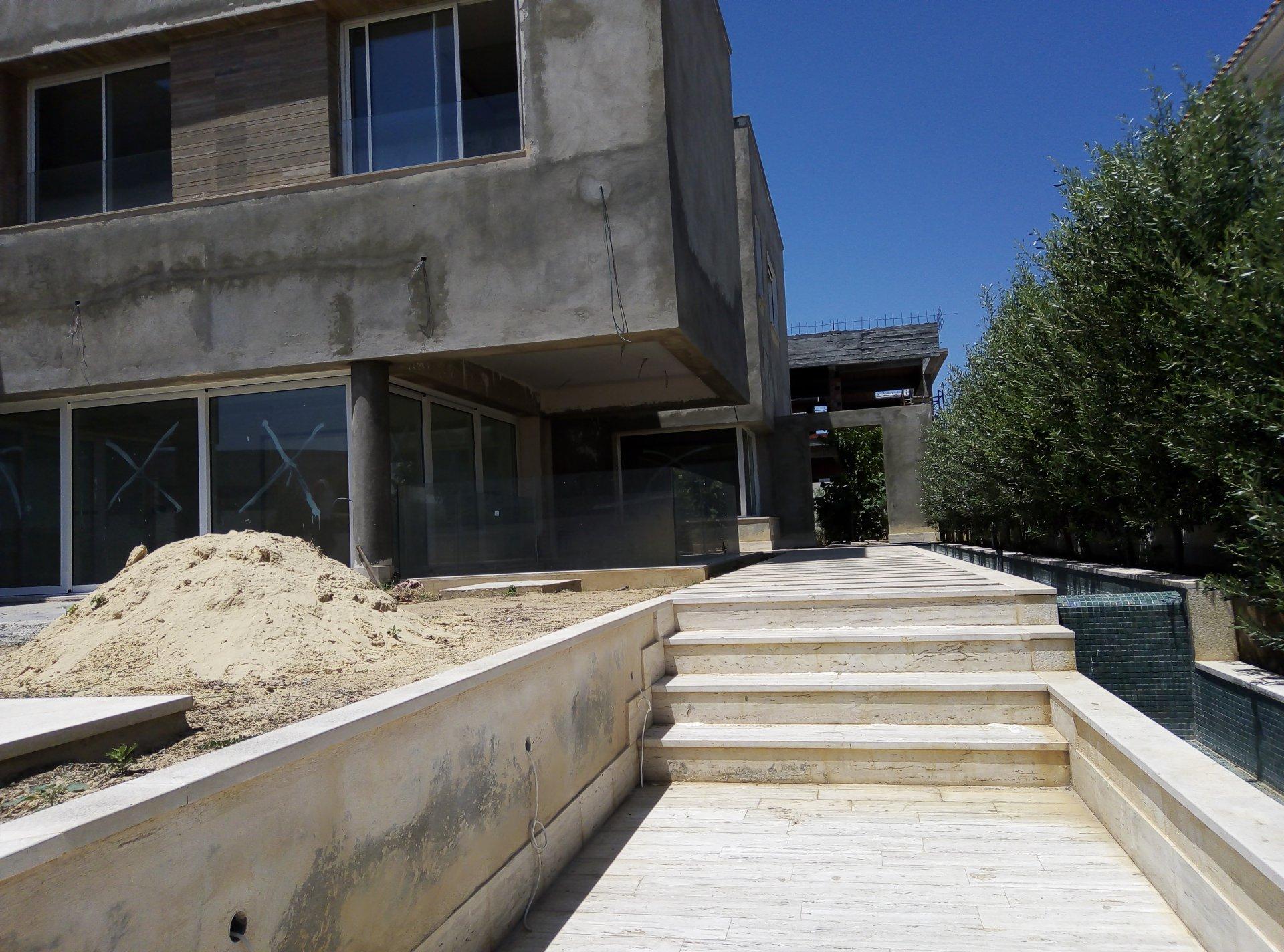 Villa de maître en cours de finition au Lac 2