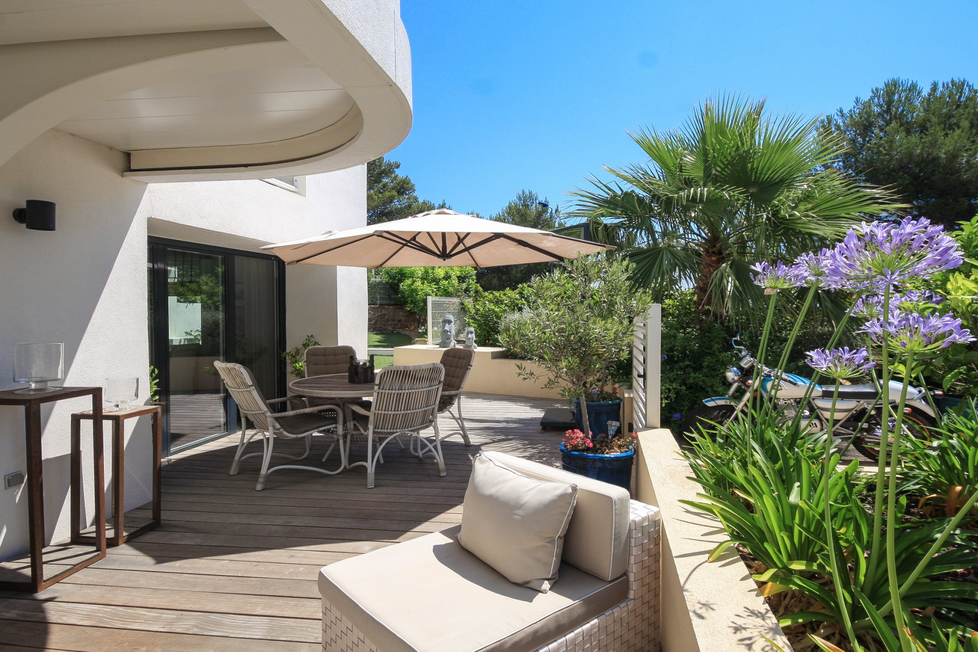 LUXURY 2 ROOMS FLAT CLOSE TO THE SEA