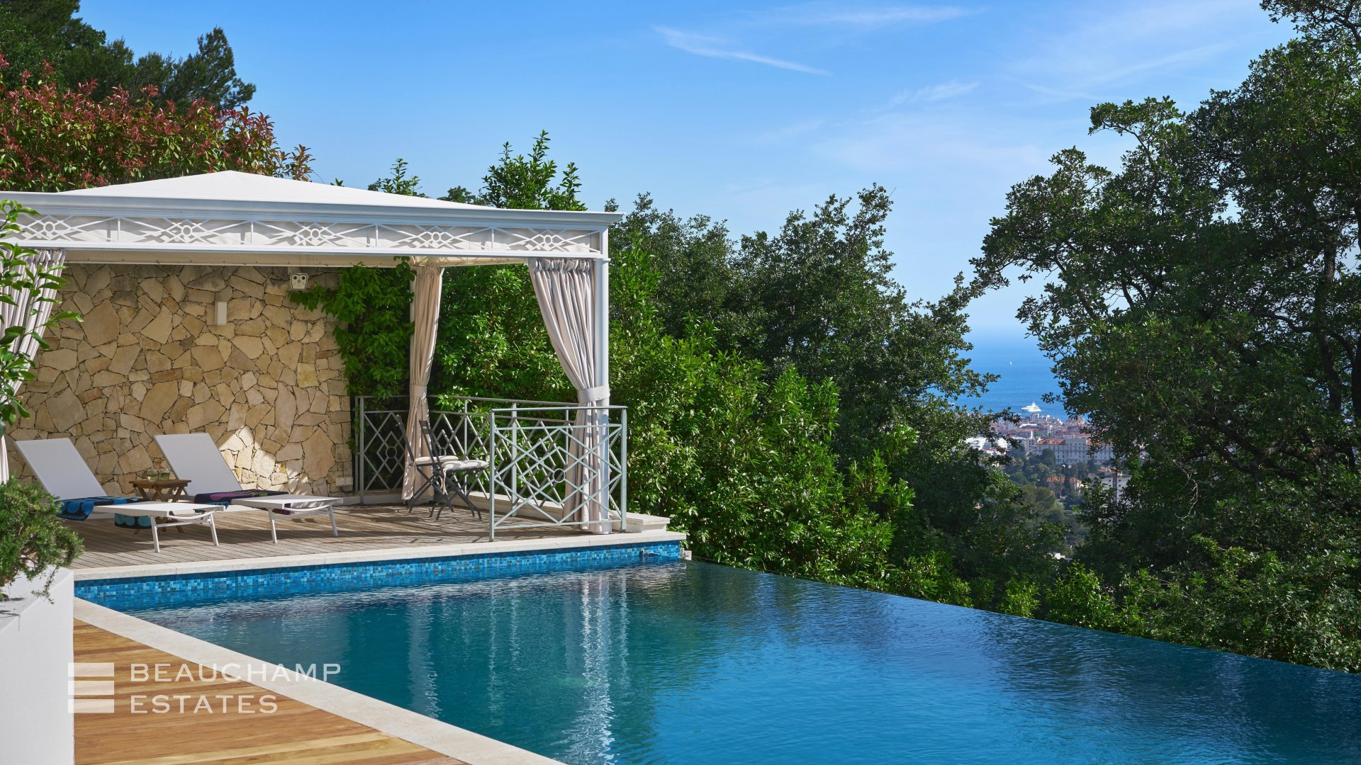 Splendid Villa  with sea view on the heights of Cannes