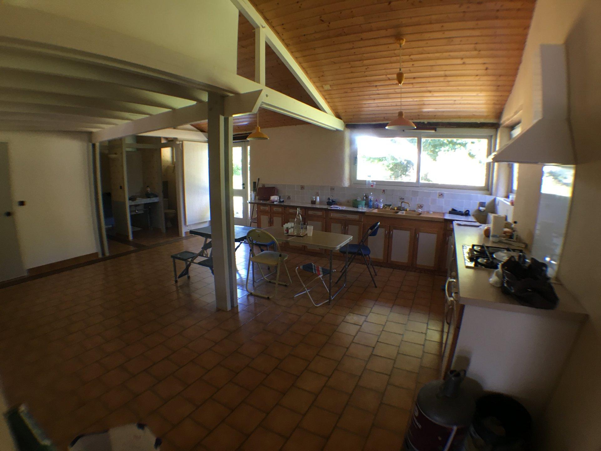 Grande longère de 200 m² hab-terrain 5360 m²