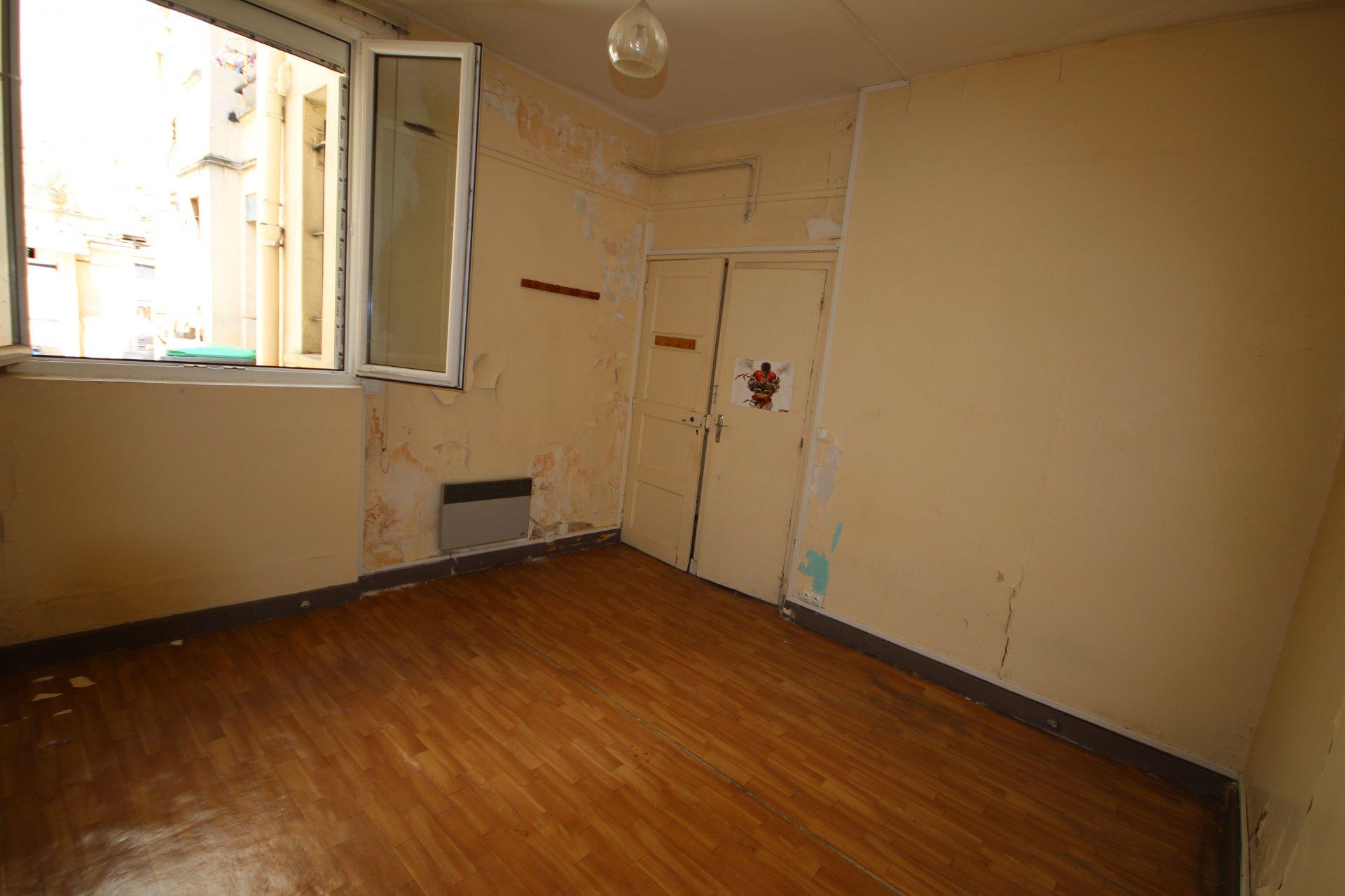 2 Pièces  33,23 m2 à rénover.