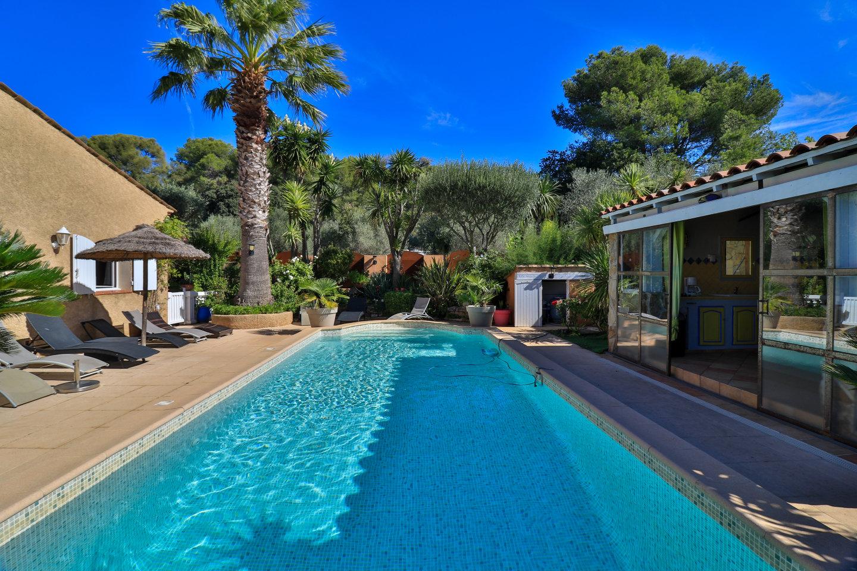 Provençal mas within a luxuriant garden