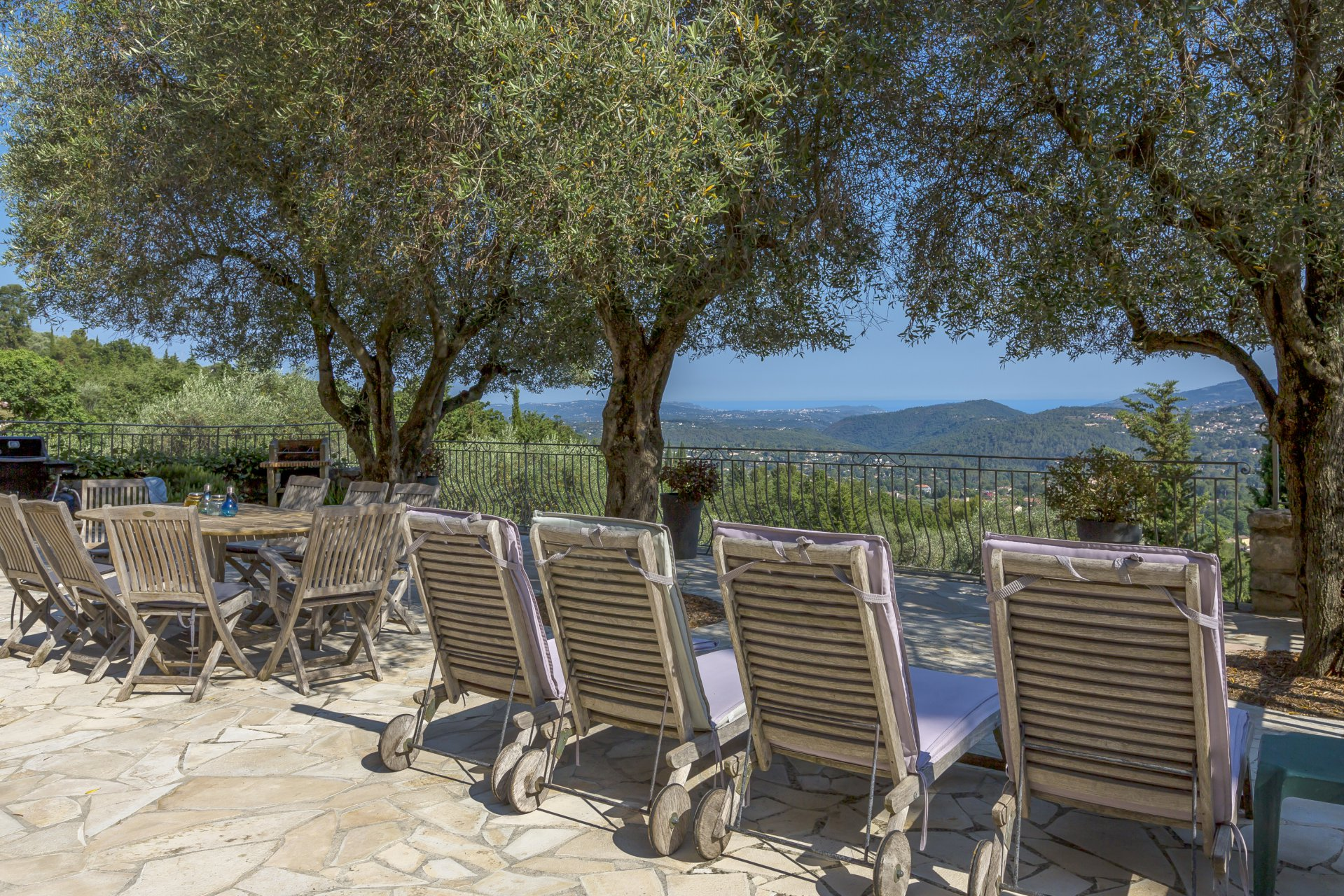 The quintessential Provencal stone house with sea view