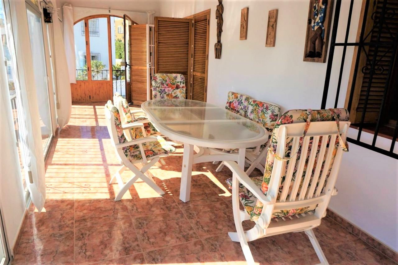 Villa on 2 levels close to all amenities and beach