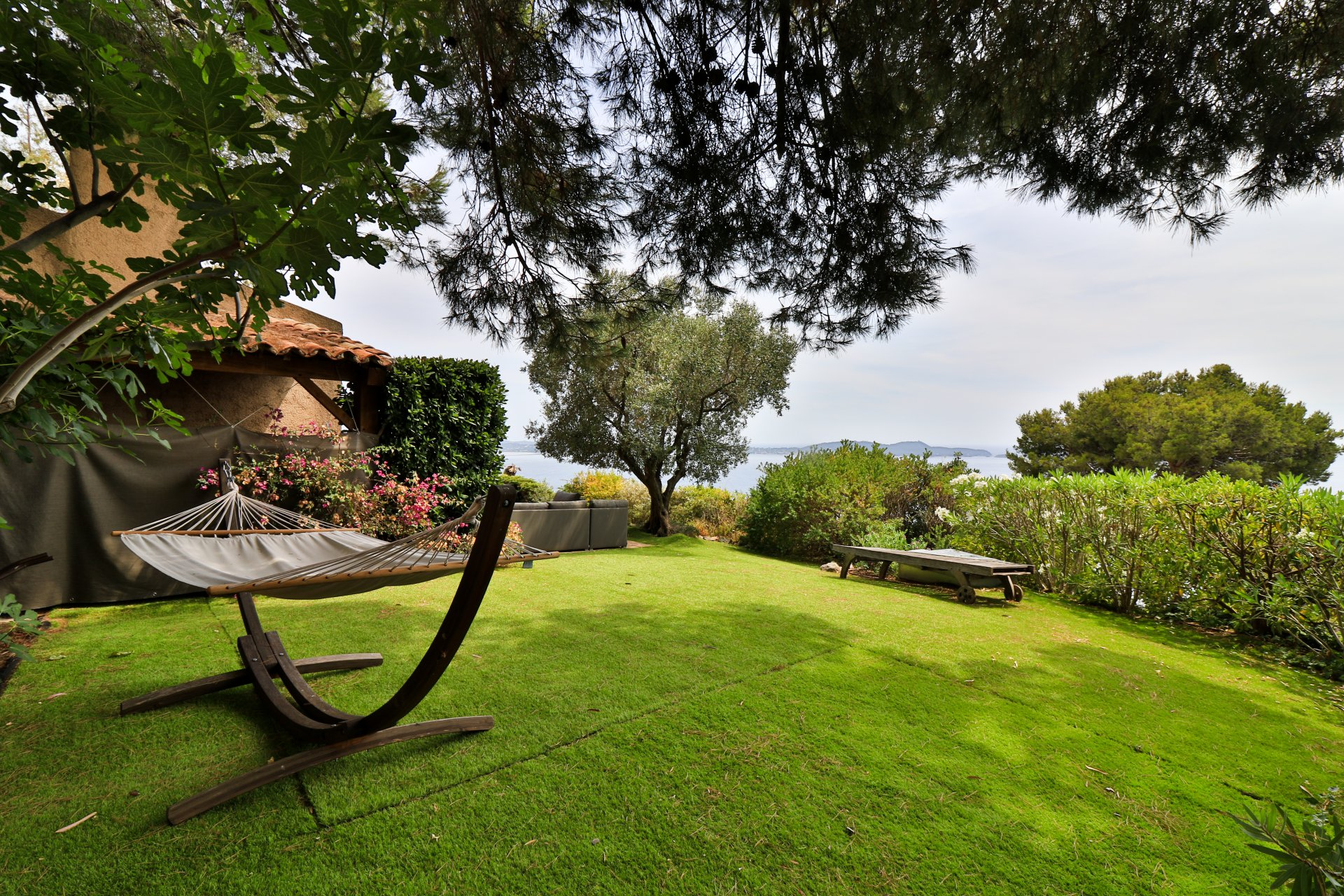 Carqueiranne - Beautiful charming villa within a secure private domain.