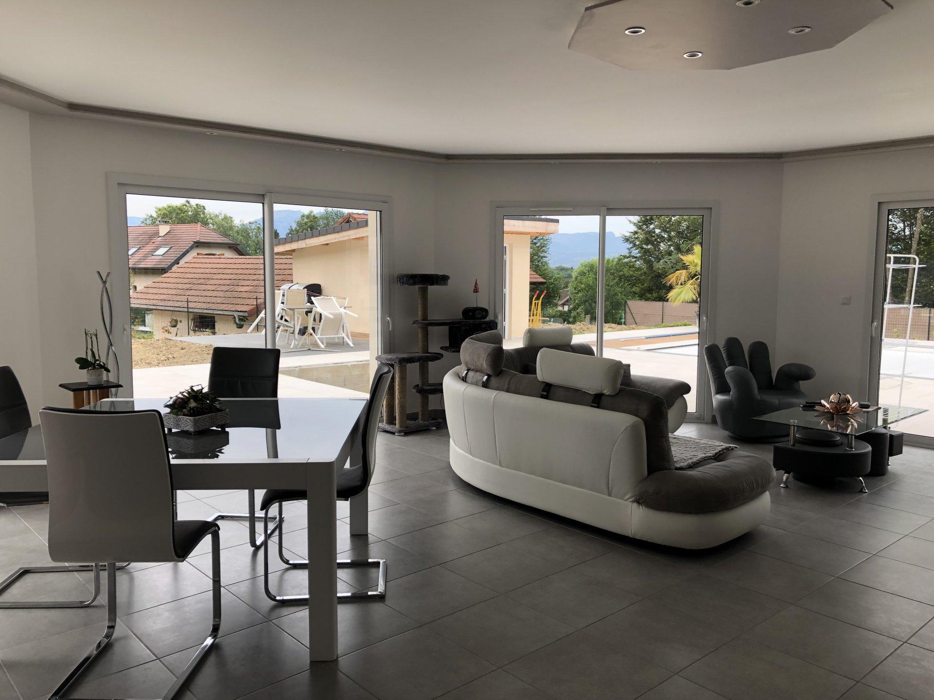 Villa récente contemporaine -  Bonne