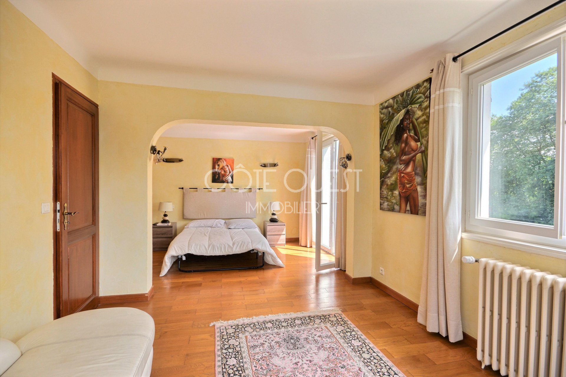 USTARITZ A BEAUTIFUL 11-ROOM PROPERTY WITH A SWIMMING POOL