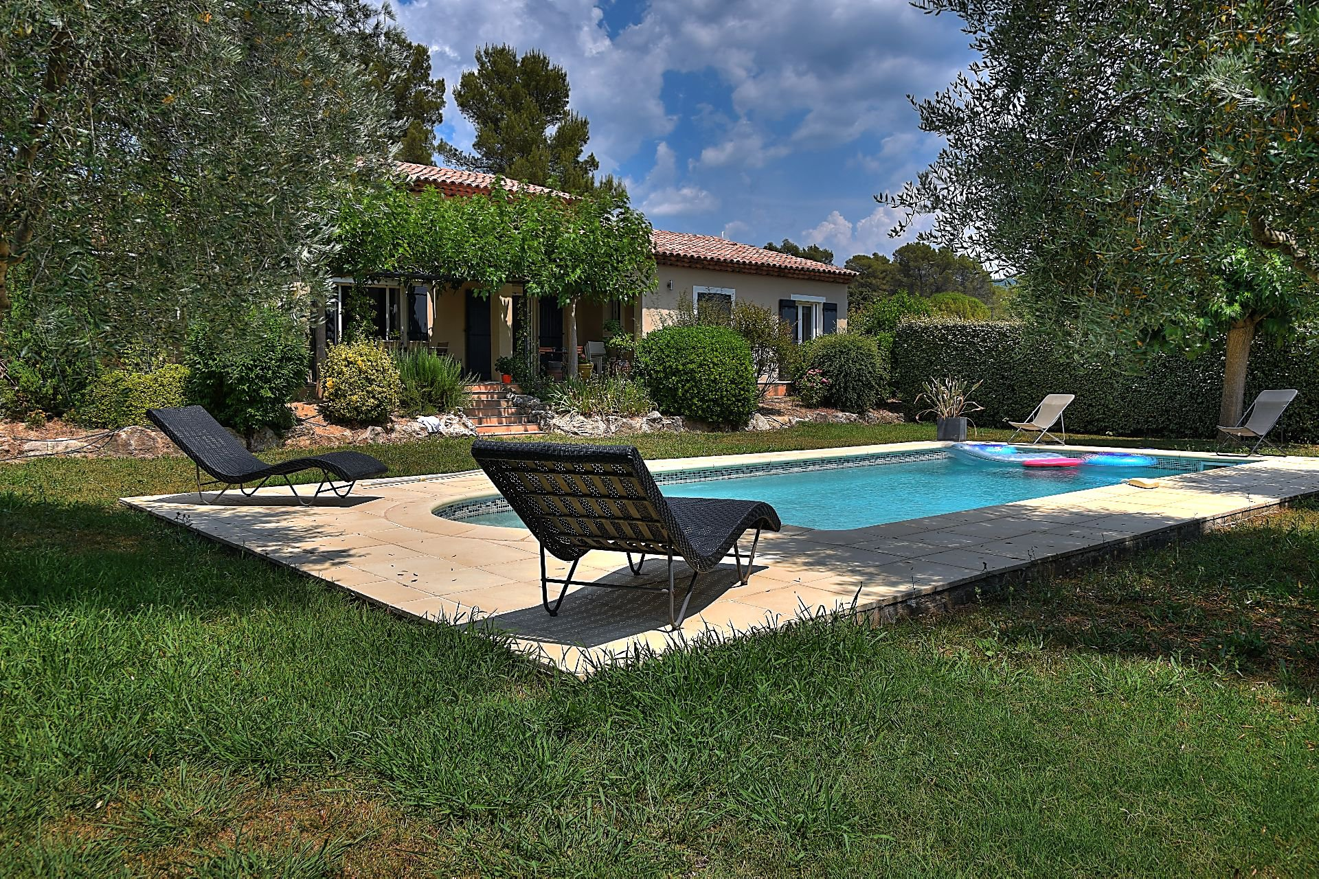 Villa 4 bedrooms swimming pool, on 3400 sqm, Villecroze, Var, Provence