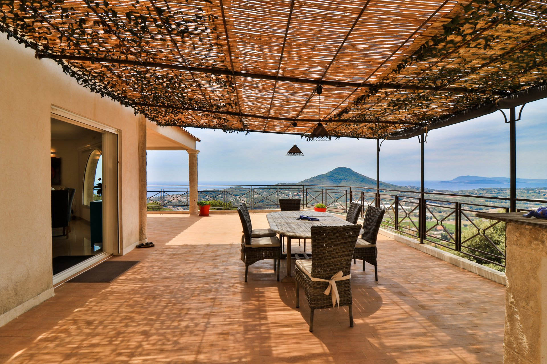 Villa with a spectacular panoramic sea view