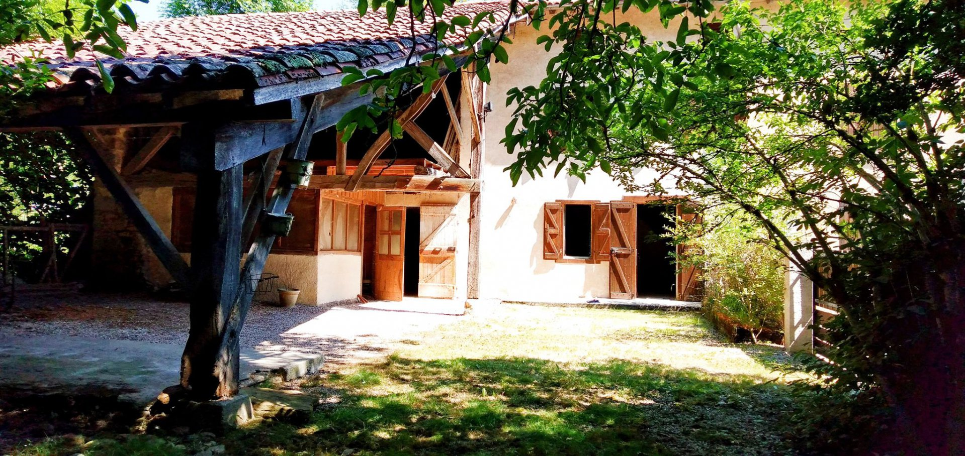 Charming farmhouse type house of 125m2 with outbuildings and grounds