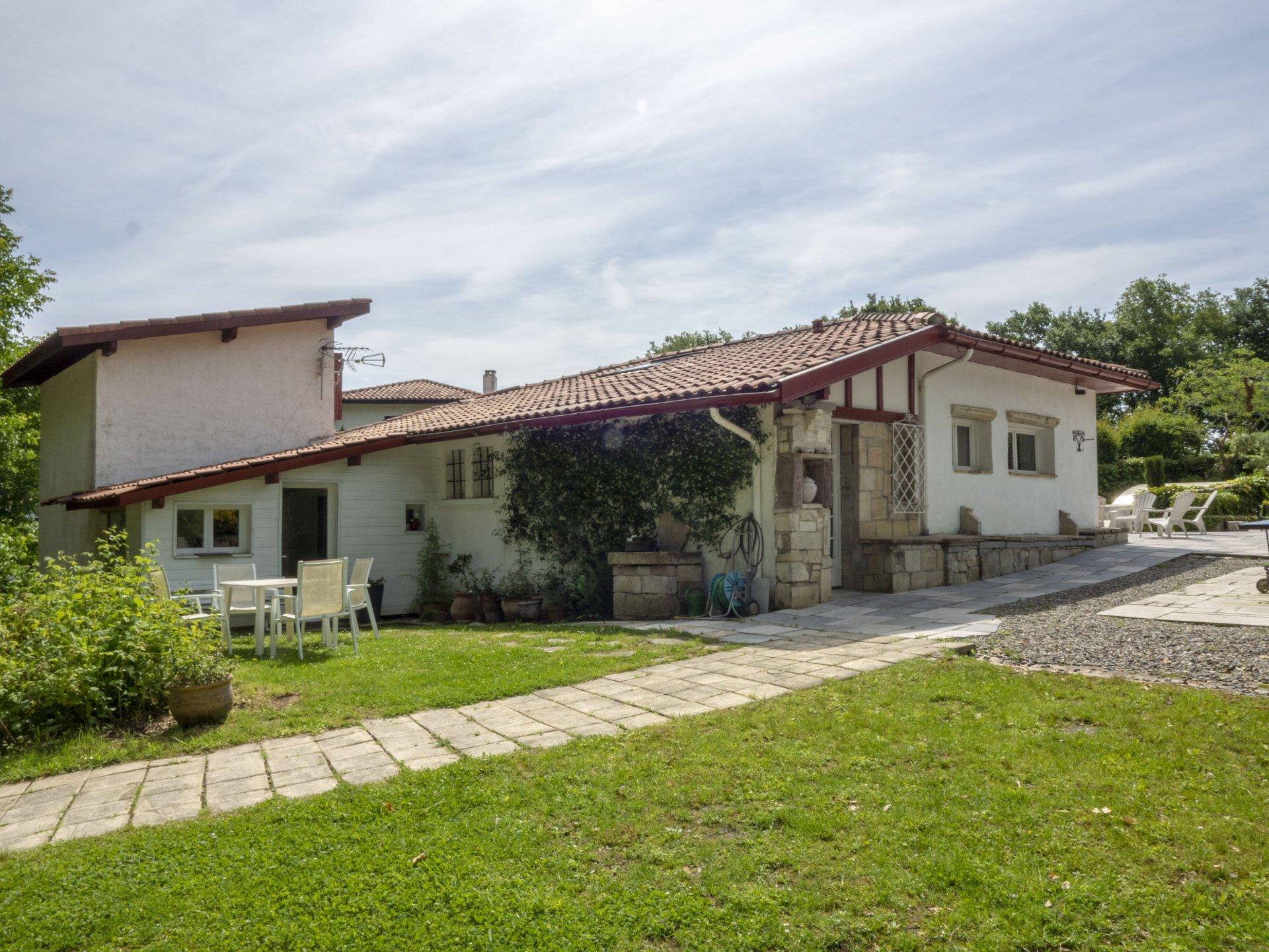 Maison de caractère au bourg de Bassussarry