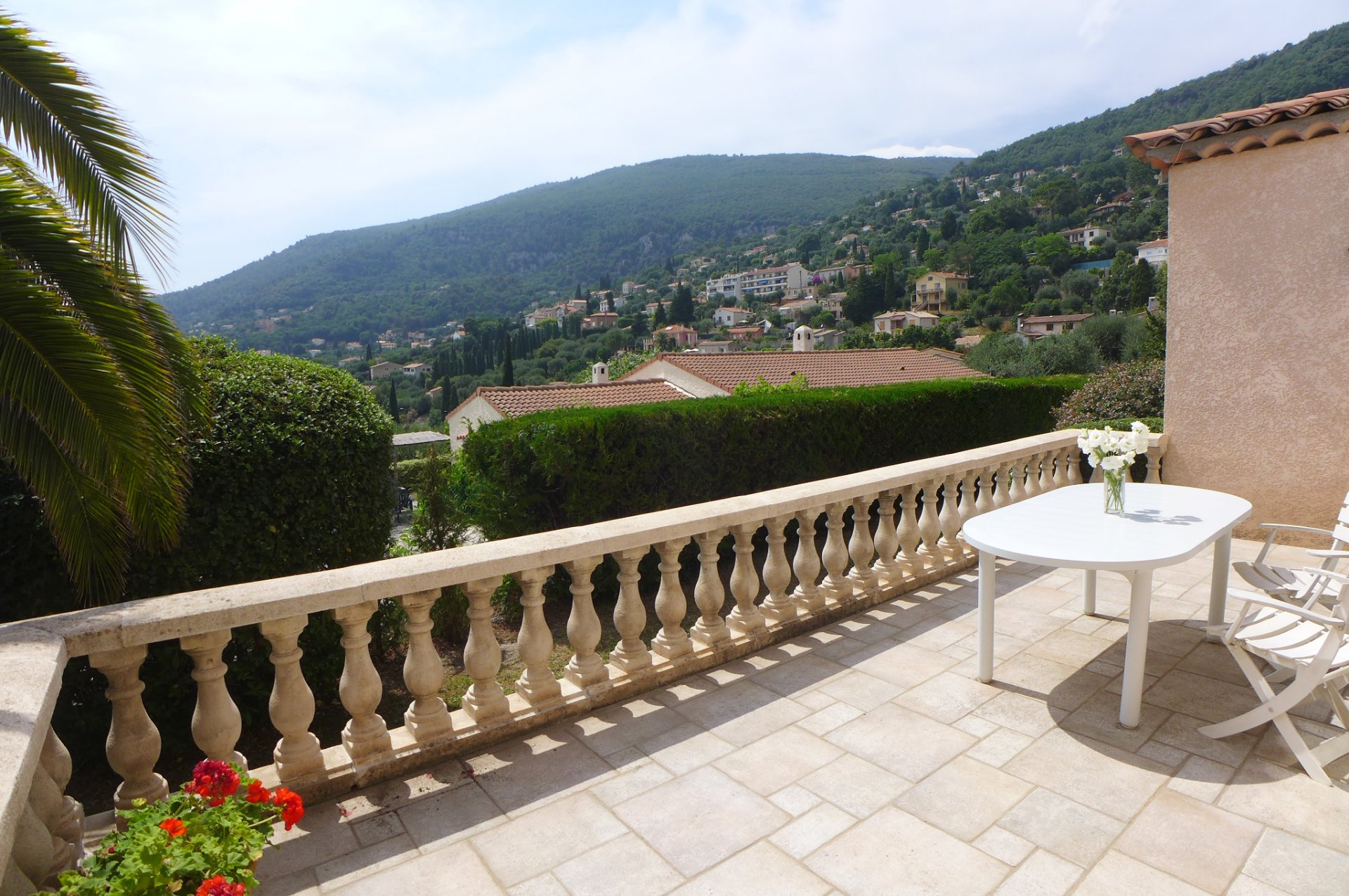 Magagnosc: Beautiful family house very bright, with swimming pool and unobstructed view