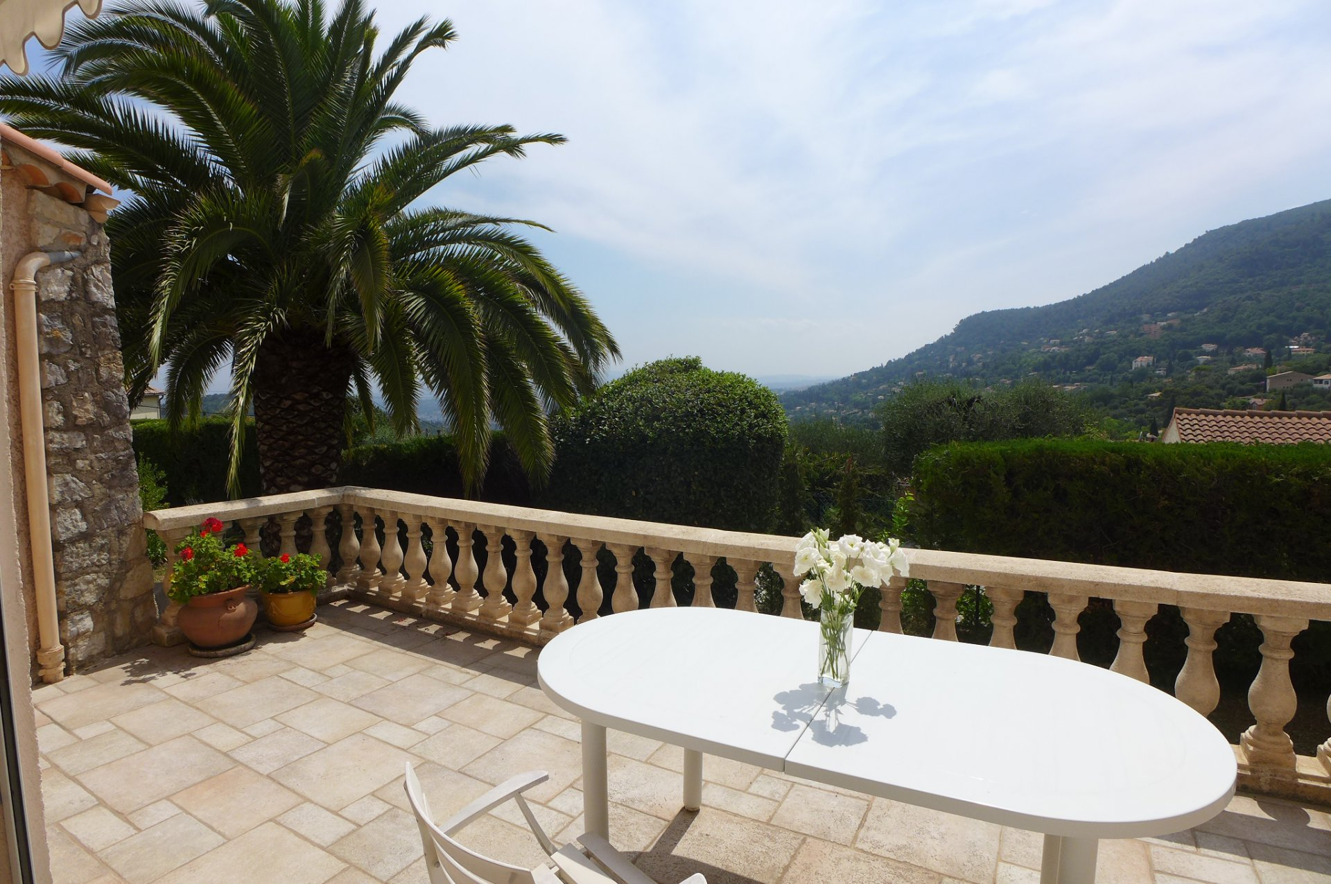 Magagnosc: Belle maison familiale très lumineuse, avec piscine et vue dégagée