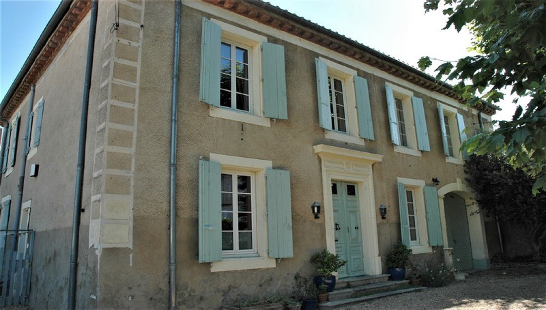 Maison de maître with garden and pool