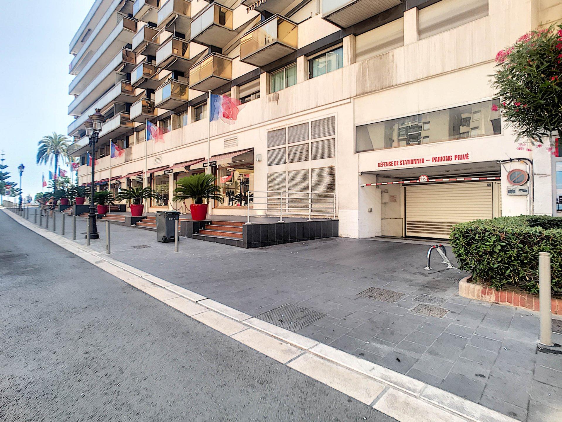 FÖRSÄLJNING Parkering  Källarförråd Nice Carré d'Or Massenet!