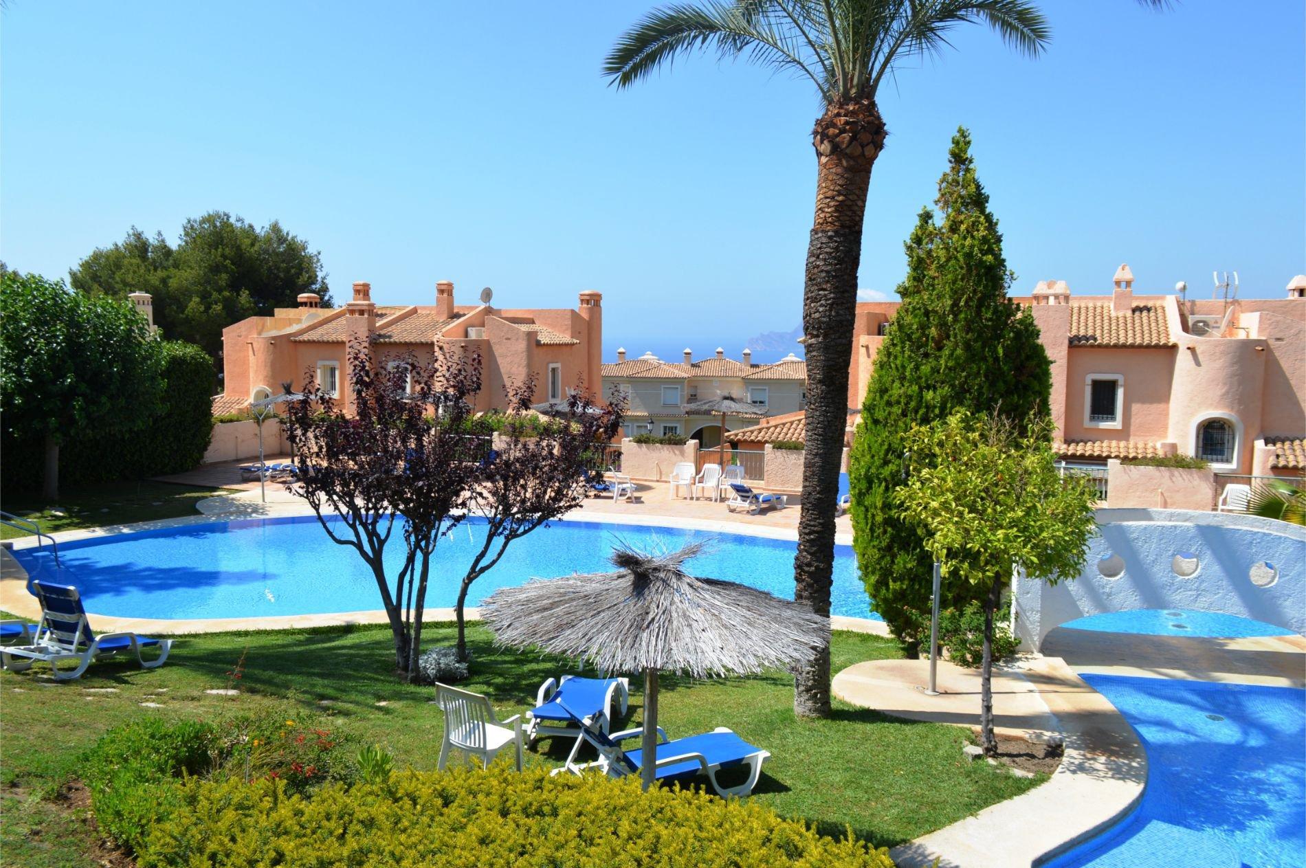 Villa moderne avec fabuleuse piscine et jardins