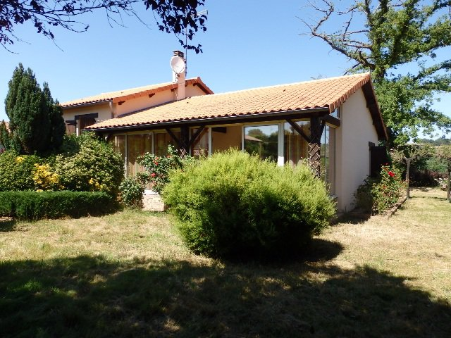 House with Beautiful Views in Availles-Limouzine - Vienne