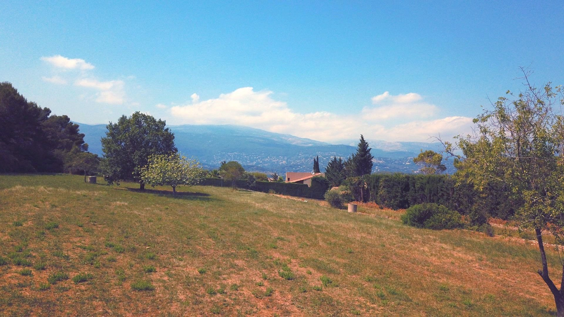 Castellaras, very nice plot of land with opn view onto the hills in very good residentiel area
