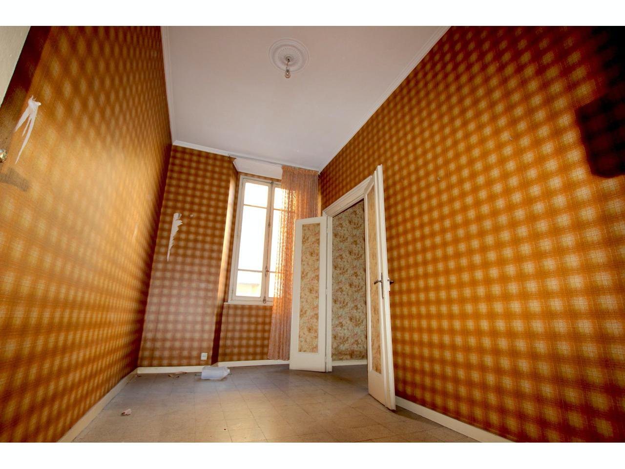 Apartment to renovate close to Place Garibaldi