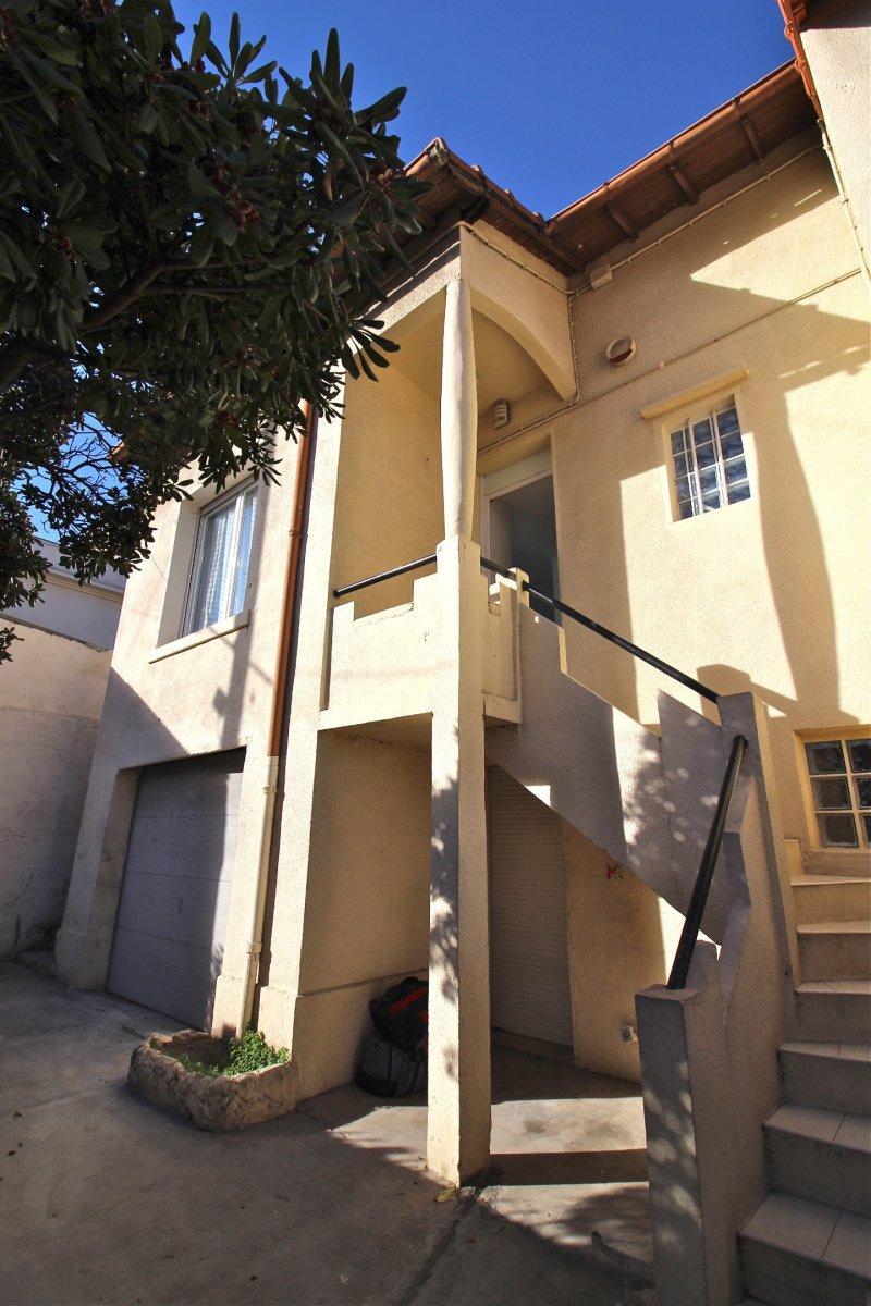 Maison T4  parfait état avec garage, terrasse, jardin et piscine