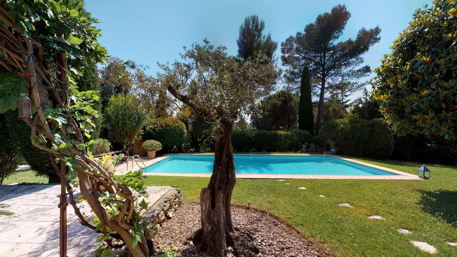 Provençal Mas near Valbonne