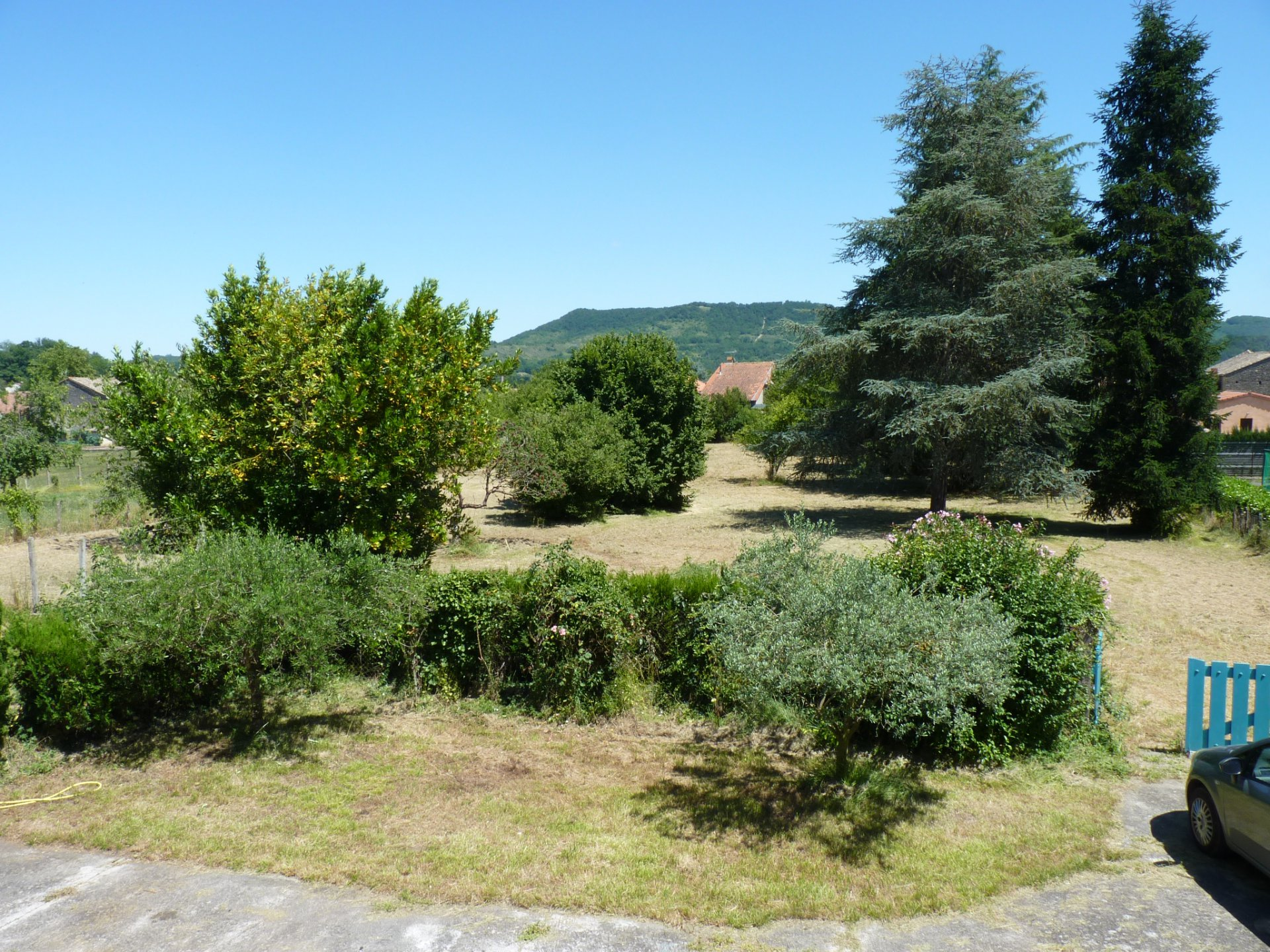 Mancioux, village house 150 m² with outbuildings and countryside views
