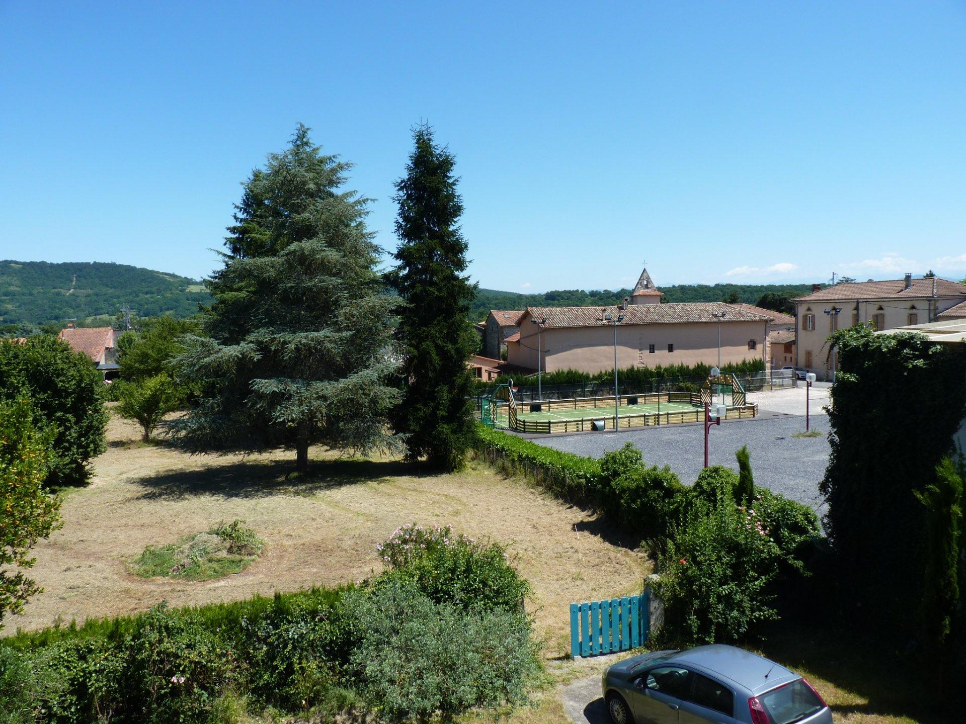 Mancioux, maison de village 150 m² avec dépendances et vue campagne