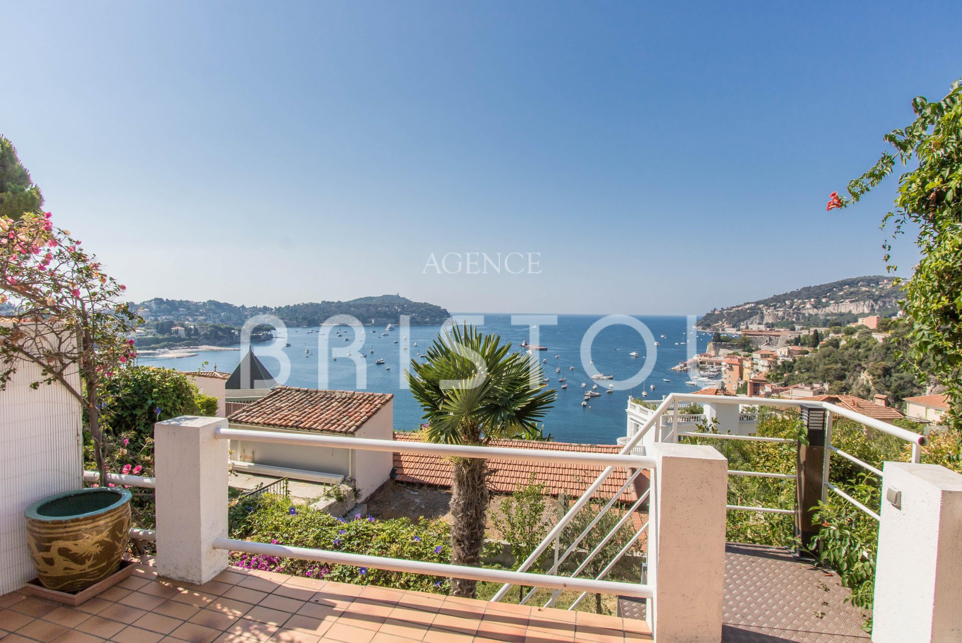Lovely 1 bedroom apartement with large terrace and panoramic sea view