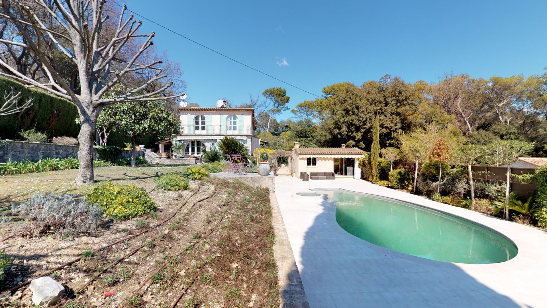 Walking distance to the center of the village in Mougins