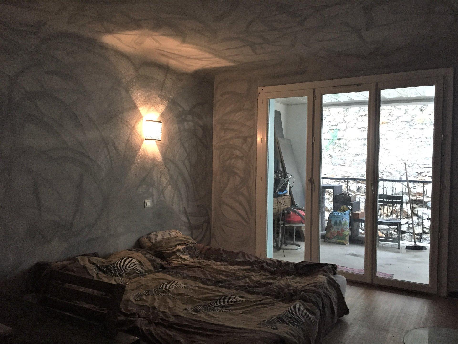 bel ensemble immobilier en pierres avec terrasse