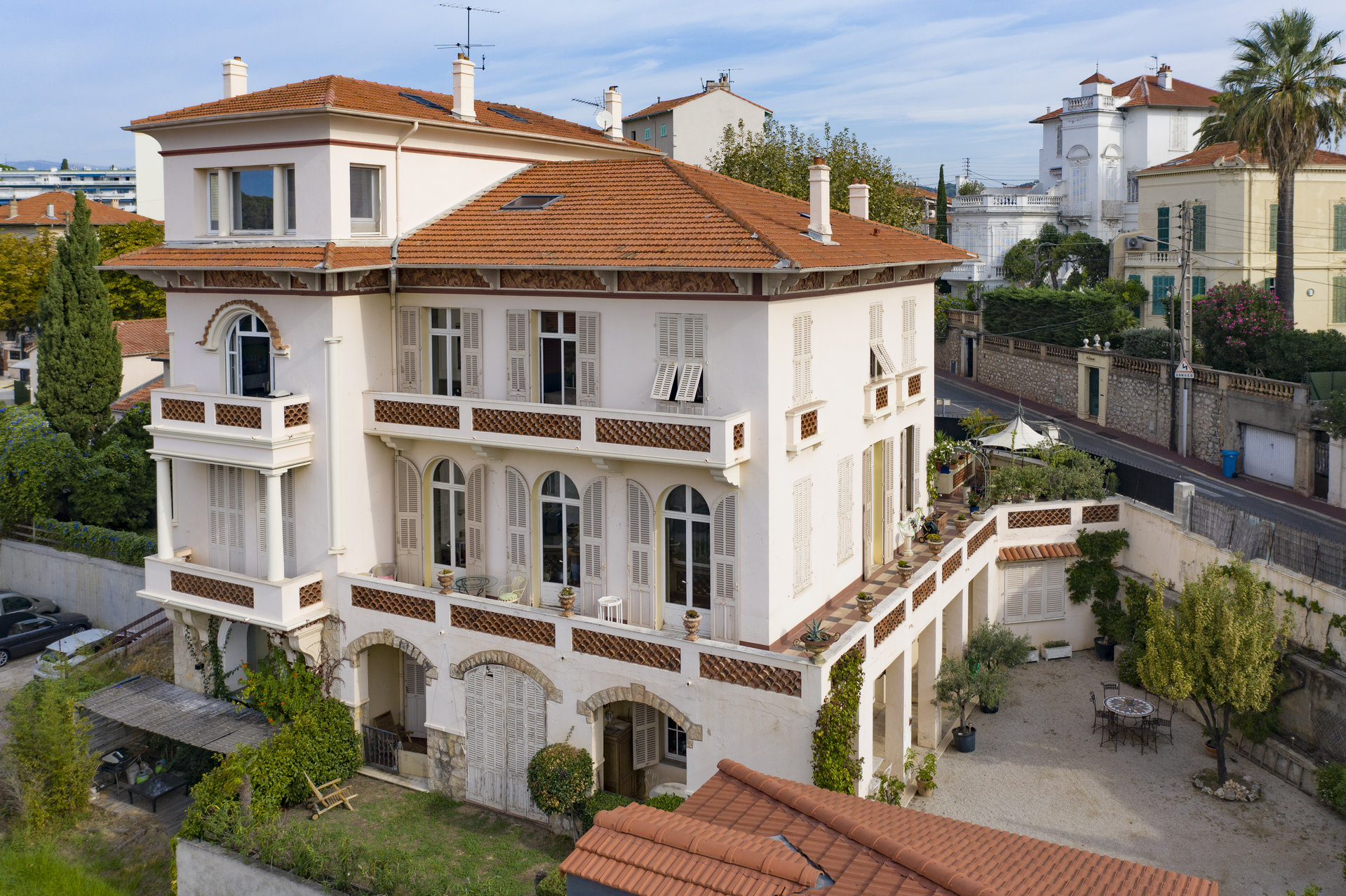 Unique villa with panoramic sea view in the heart of Cannes