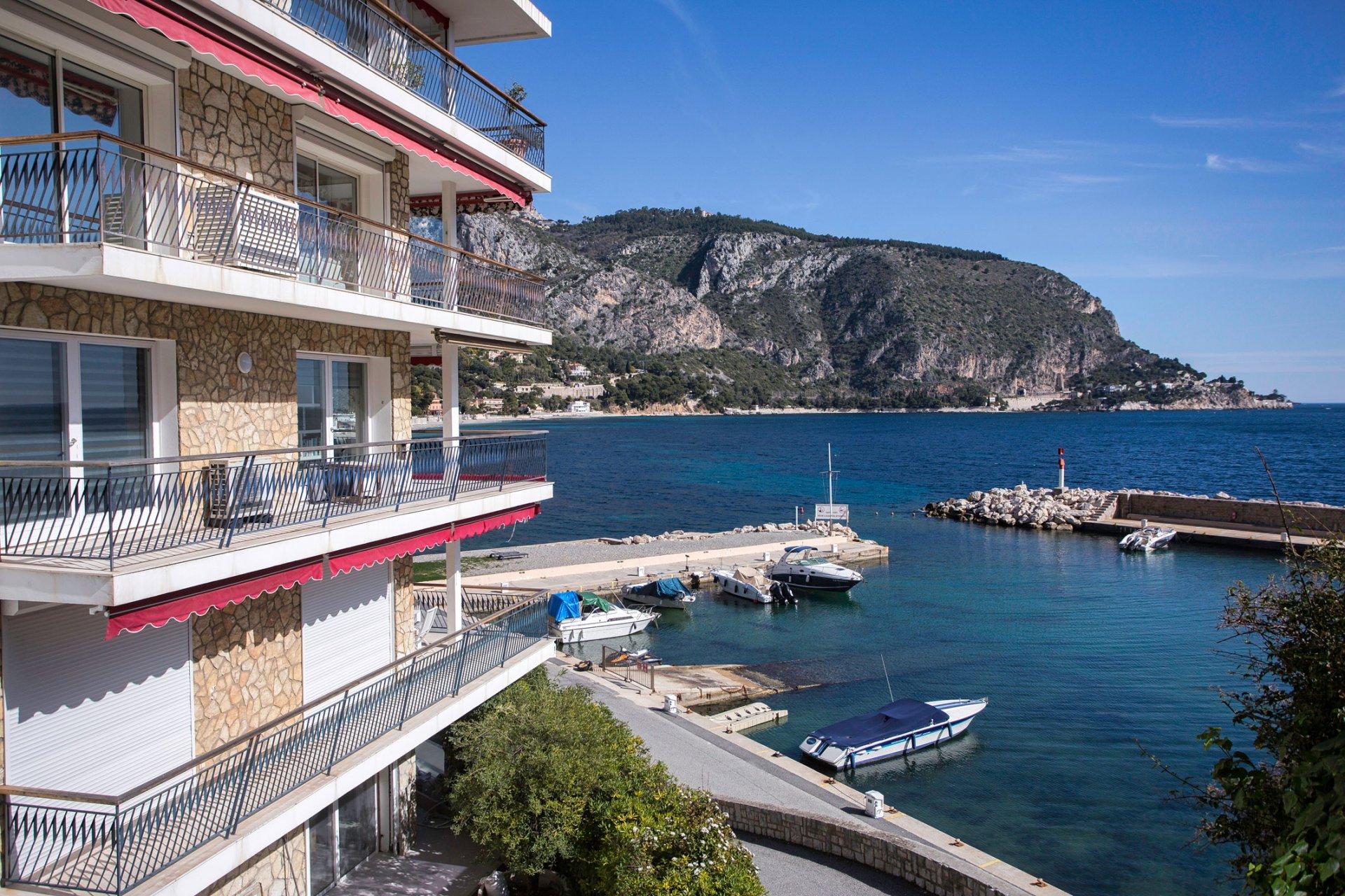Vente appartement pieds dans l'eau Eze sur Mer