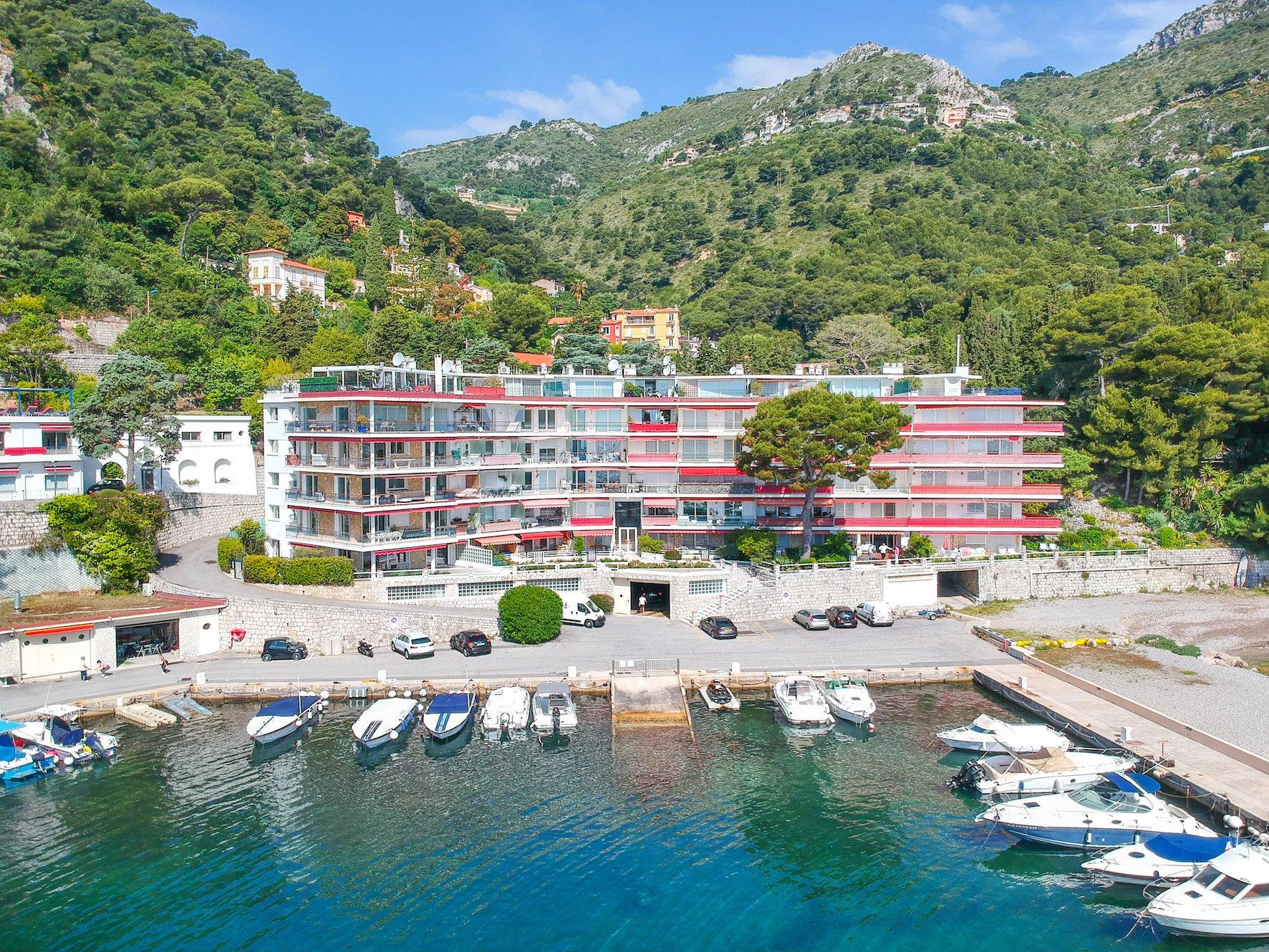 Sale waterfront apartment Eze sur Mer