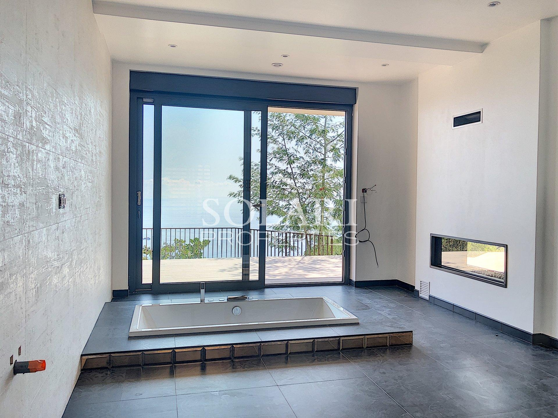 Villa contemporaine située au Trayas avec vue mer